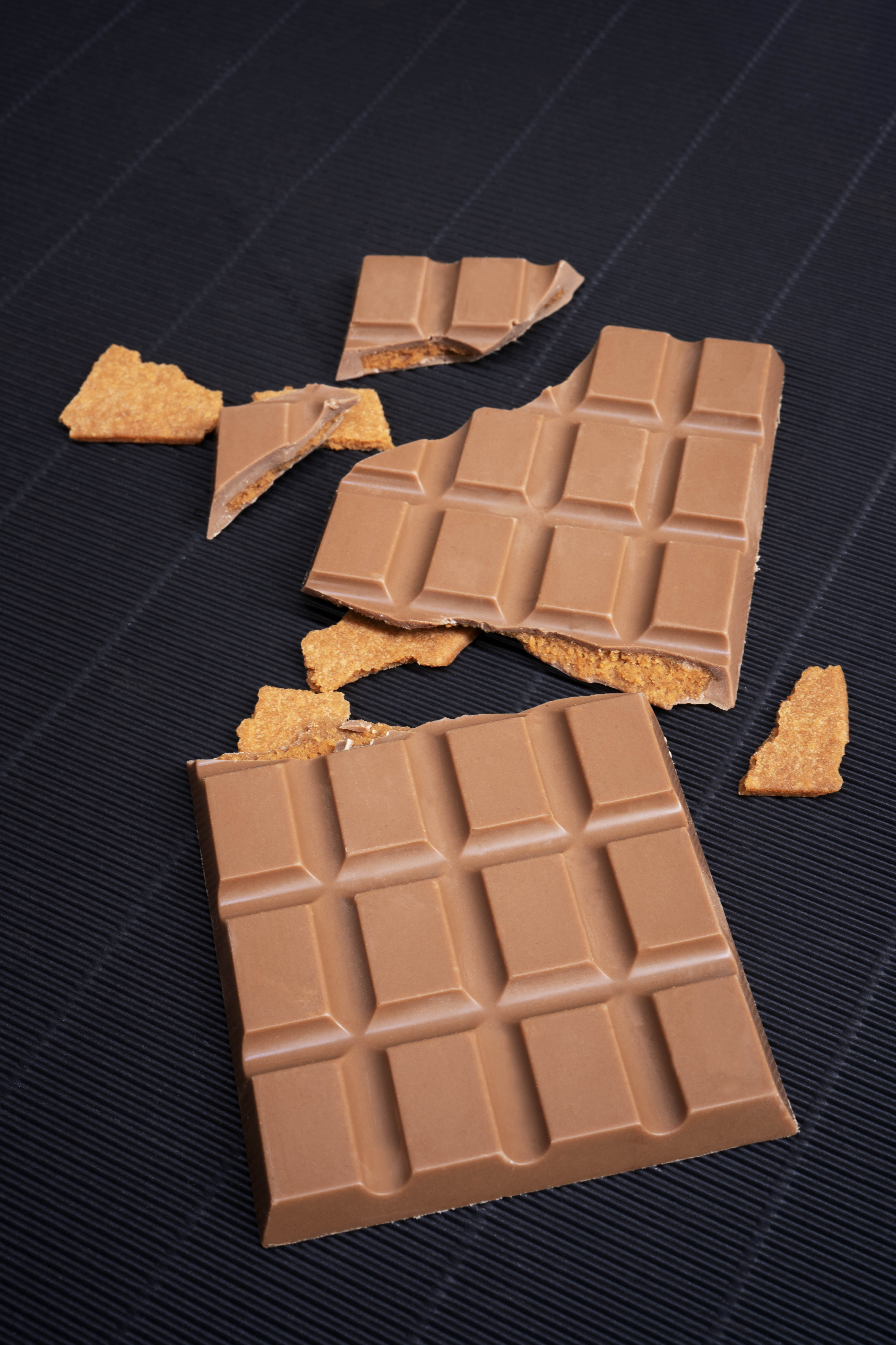 Milk chocolate and biscuit chocolate bar