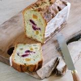 Succombez au moelleux de notre cake pistache garni d'abricots secs, de griottes et de raisins... Parfait avec une tasse de thé ou un chocolat chaud Jean-Paul Hévin 🍫 . . . #jeanpaulhevin #maisonhévin #hevinforever #cake #patisserie #patissier #cakeauxfruits #pistache #cakeauxfruitsconfits #instapastry #patisseriefrancaise